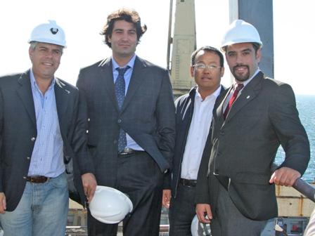Ing. Qifang Chen junto al ministro de produccion de Rio Negro y al intendente de Sierra Grande